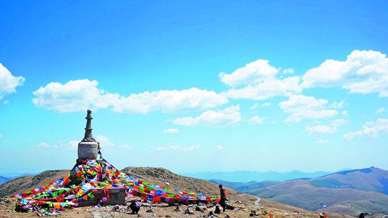 北台頂的靈應寺與隱峰塔,此塔是紀念唐代高僧隱峰禪師所建。