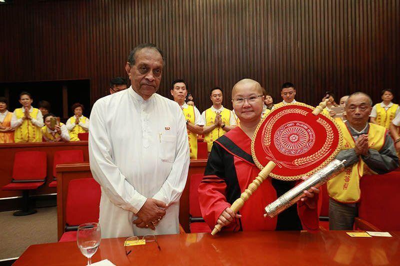 斯里蘭卡國會發言人代表總統熱烈恭賀寬如法師獲博士學位