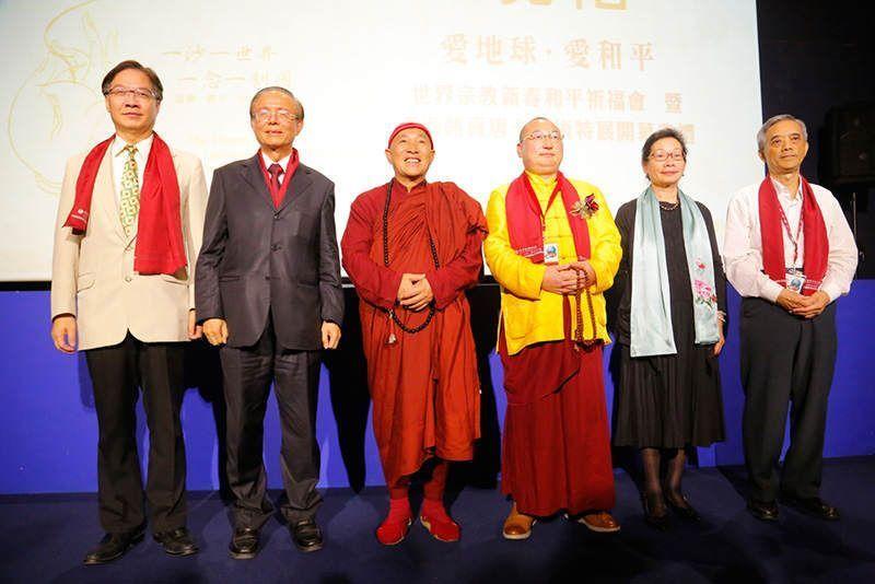 心道法師與龍達上師、館長陳國寧等多位貴賓合影留念。