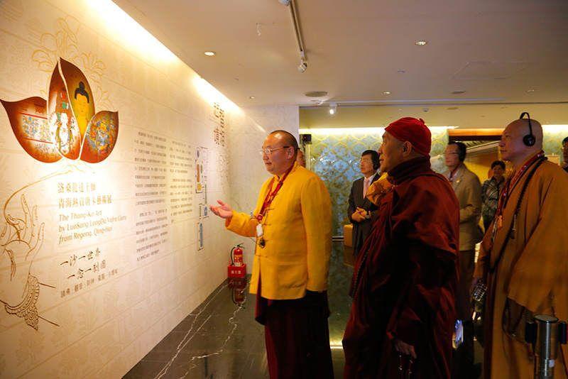 會後,由龍達上師親自導覽,熱貢唐卡的華美畫風,引起觀展民眾驚歎。