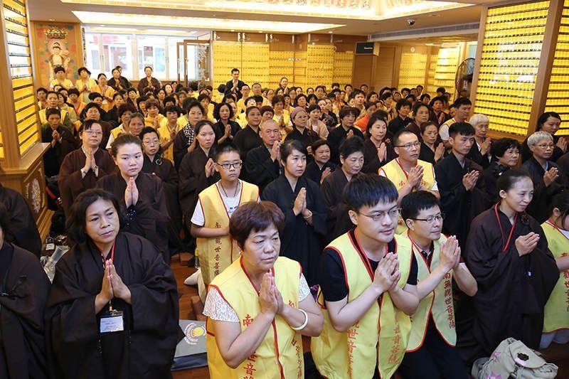 來自全球1400多位菩薩們恭敬聆聽殊勝妙法,內心無比激動與感動!