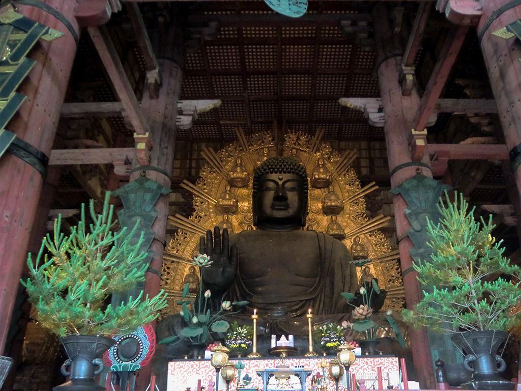法相莊嚴的奈良大佛,可是高達15米的巨大銅鑄佛像。