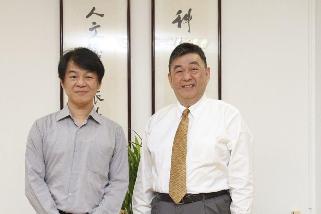 李天任校長(右)與黃智陽院長(左)訪後合影 編輯部/攝影